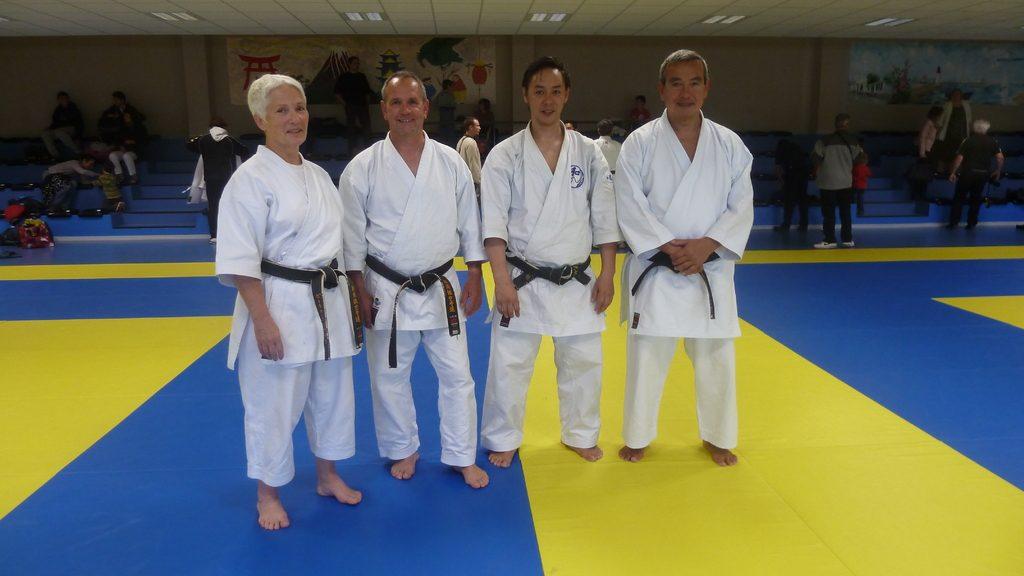 L'équipe du club avec Frédérique et Jean-Charles Vitrac.