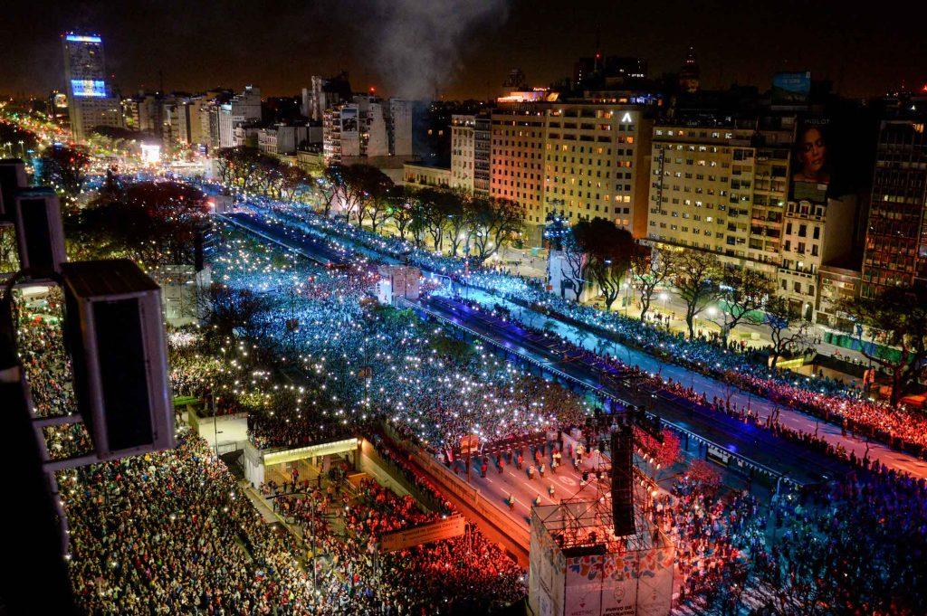 L'Avenida 9 de Julio de Buenos Aires prise d'assaut par les milliers d'athlètes et de spectateurs. © JOJ Buenos Aires 2018